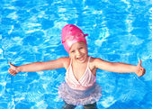 Thumb up of kid in swimming pool. — Foto de Stock