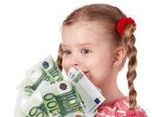 Criança feliz com euro dinheiro. — Foto Stock