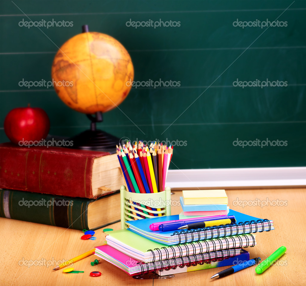 School supplies. Writing utensils. — Stock Photo #6256715