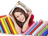 Fille avec livre couleur pile. — Photo