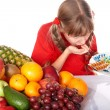 Child with fruit and vitamin pill. — Stockfoto