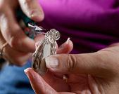 Göra hemmagjorda smycken — Stockfoto