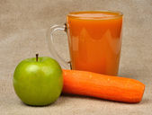 Apple carrot and a glass of juice — Stock Photo
