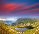 Lago de montaña — Foto de Stock