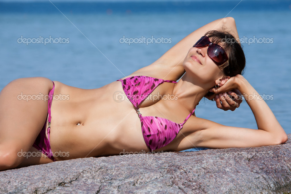 Young woman on the sea background . — Stock Photo #6452412