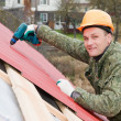 Foto Stock: Roofing works with screwdriver
