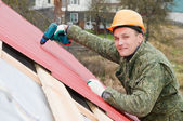 Roofing works with screwdriver — Stock Photo