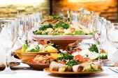 Lot de restauration alimentaire tables décoration — Photo