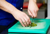 Cutting greens on board — Stock fotografie