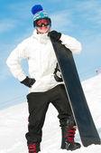 Glad sportsman med snowboards — Stockfoto