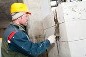 Builder mason at bricklaying work — Foto Stock
