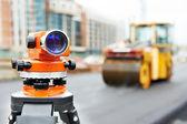 Equipo de encuesta en obras de asfaltado — Foto de Stock