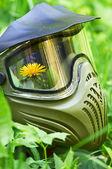 пейнтбол маска с цветком — Стоковое фото