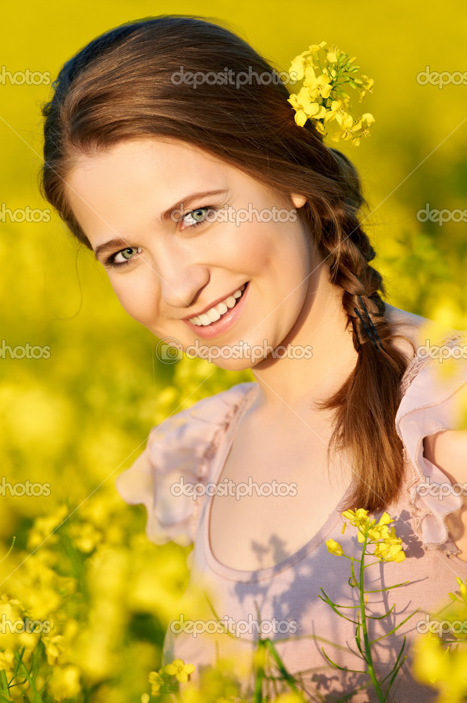 Beautiful smiling young girl at yellow green rape meadow — Stock Photo #5913278