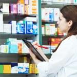 Pharmacy chemist woman in drugstore — Stock Photo #5934180