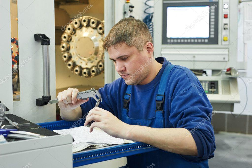 Kakel Workshop : Arbetstagaren mäta detalj ? stockfotografi � kalinovsky