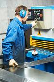 Worker operating guillotine shears machine — Stock Photo