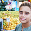Arab youth invites to purchase fruits — Photo