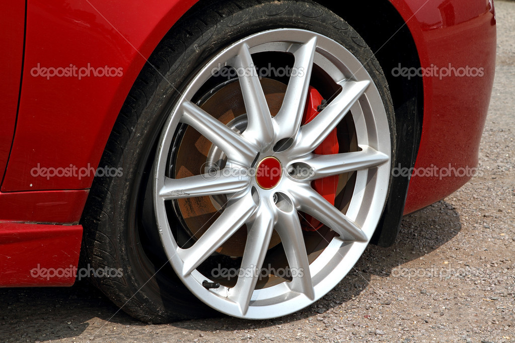 Deflated tyre damage to car wheel — Stock Photo #5518825