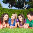 teenage frau friends lying on green park — Stockfoto