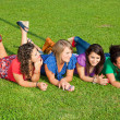 teenage frau friends lying on green park — Lizenzfreies Foto