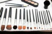 Nasse make-up pinsel auf handtuch — Stockfoto
