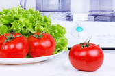 Tomatoes with green salad and kitchen processor — Stock Photo