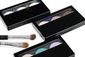 Make-up eyeshadows pallete and two make-up brushes — Stock Photo