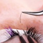 Making eyelash extensions — Stock Photo #6266080