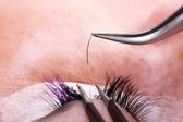 Making eyelash extensions — 图库照片