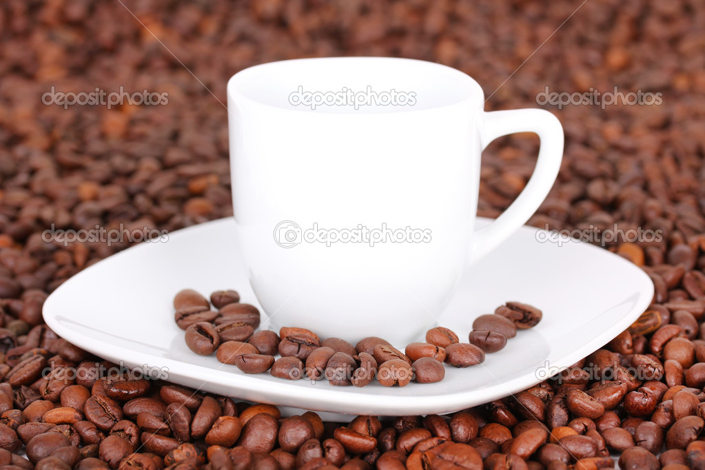 White cup in coffee beans, closeup  Lizenzfreies Foto #6266918