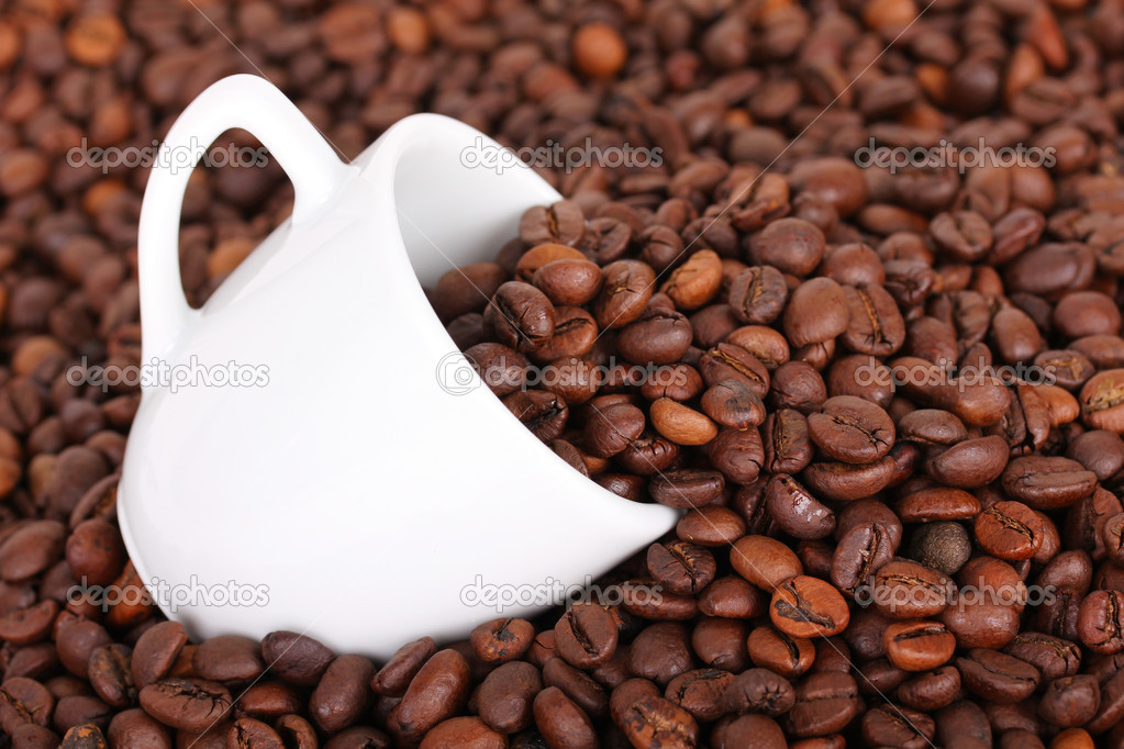 White cup in coffee beans, closeup — Lizenzfreies Foto #6266929