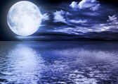 Full moon reflected in water — Stock Photo