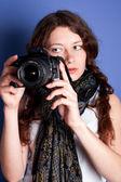 Beautiful woman-photographer — Stock Photo