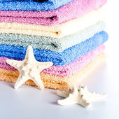 Towels and sea stars — Stock Photo