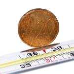 termómetro médico con céntimos de euro — Foto de Stock