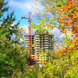 Building of an apartment house against an autumn background — Stock Photo