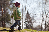 Child walking forest — Stock Photo