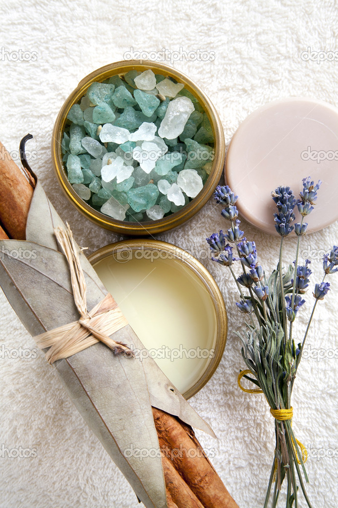 Spa composition with bath salt, moisturizer, round soap bar, lavender flowers and cinnamon sticks arrandged on the towel. Top view — Stock Photo #5705116