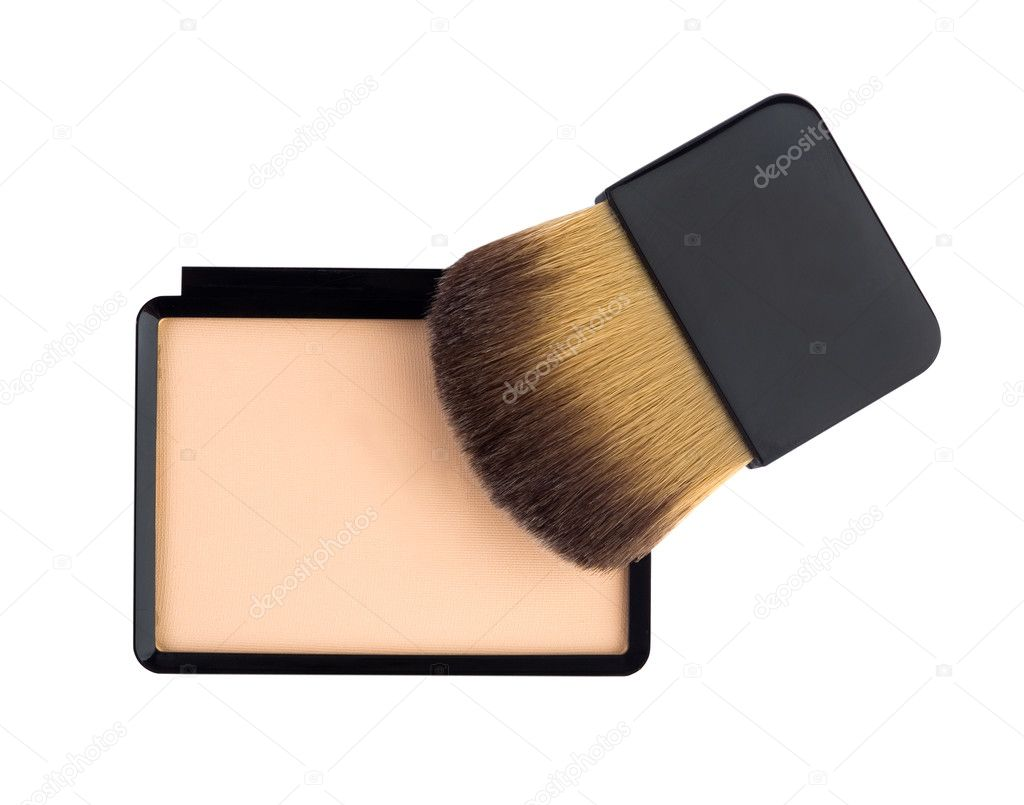 Beige compact cosmetic powder and brush isolated on white — Stock Photo #5705155