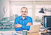 Man in office — Stockfoto