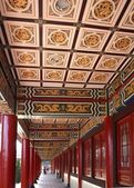 Decorated Columned Hall of a Chinese Temple — Stock Photo
