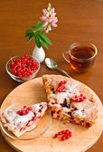 Cake, tea, red currant and lupine on wooden table — Stock Photo