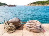 Old mooring rope and bollard — Stock Photo