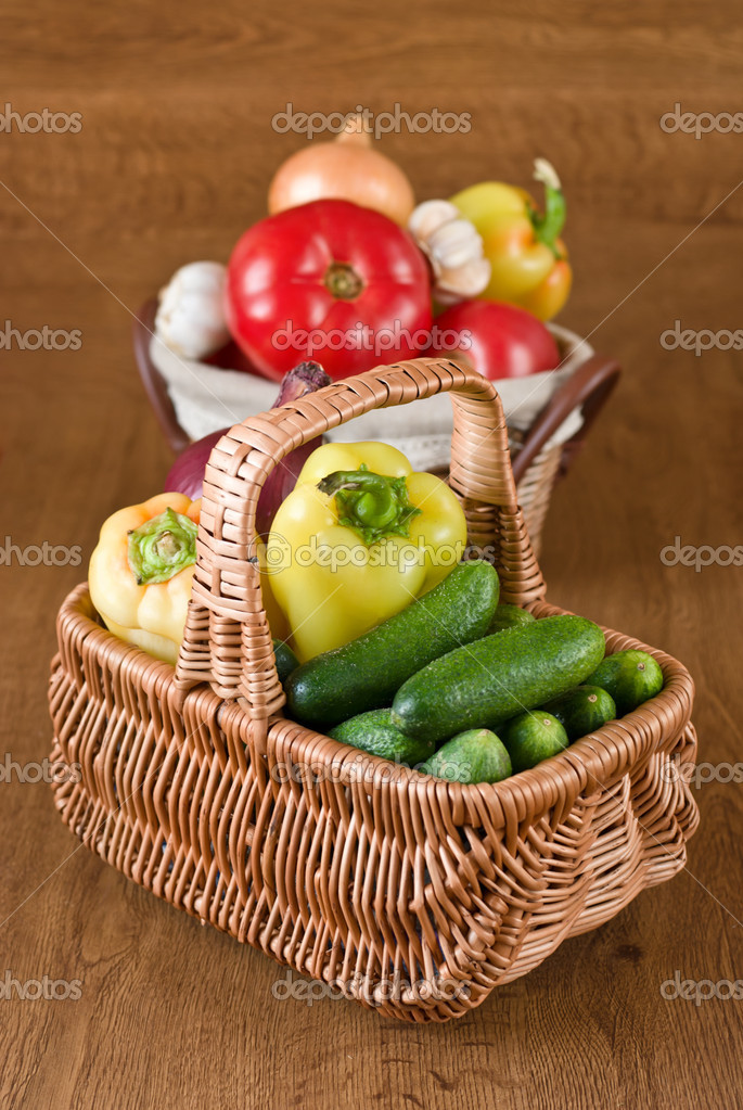 Fresh vegetables in basket on wooden background — Stock Photo #6713853
