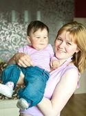 Frauen mit einem kleinen kind — Stockfoto