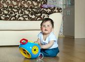 Jongen met speelgoed — Stockfoto