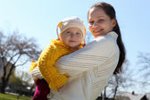 Little girl with mother in spring park — Stock Photo