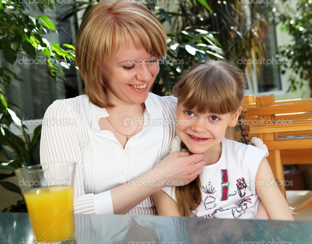 Young mother with her little daughter together — Stock Photo #5722555