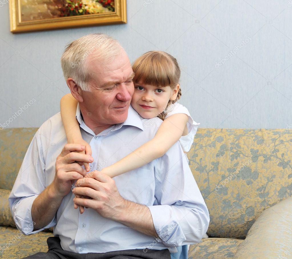 Смотреть дедушка с внучкой 25 фотография